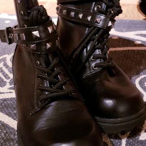 Bongo punk boots